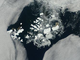 Новият остров е част от архипелага Земя на Франц Йосиф (кликни за по-голяма версия). Снимка: NASA Goddard Space Flight Center