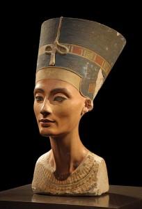 Статуетката на Нефертити, открита през 1912г. от немския археолог Лудвиг Борхарт, е изложена в Neues Museum в Берлин. Снимка: Philip Pikart