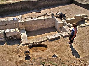 Проф. Винокуров и екипа му изследват древното селище, в което е открито съкровището, от 1989г. насам. Снимка: Артезианская Археологическая Экспедиция