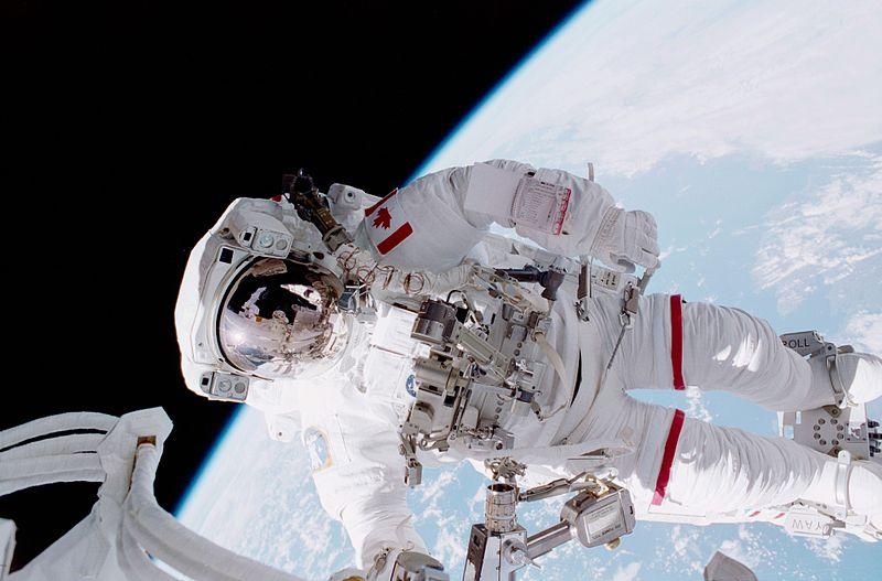Астронавтът Крис Хадфийлд (без китара). Той планира да запише цял албум от космоса. Снимка: НАСА