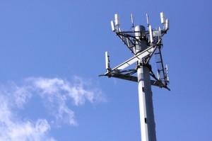 Телефонна кула. Анализа на отслабването на сигнала между кулите дава информация за интензивността  на валежа. Снимка: forklift