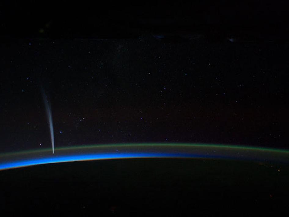 Кометата Ловджой открита през 2011г. снимана от борда на Международната Космическа Станция. Изображение: Dan Burbank/NASA