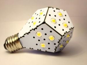 Създателите на 12-ватовата сгъваема крушка NanoLight твърдят, че светимостта й е като тази на крушка от 100W (кликни за по-голяма версия). Снимка: NanoLight