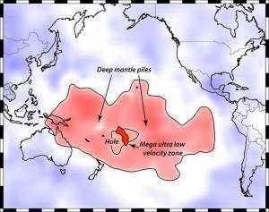 Наслагване на повърхността на Земята и получените резултати за зоната на сблъсък по границата между мантията и външната част на ядрото (кликни за по-голяма версия). Изображение: Michael S. Thorne, University of Utah