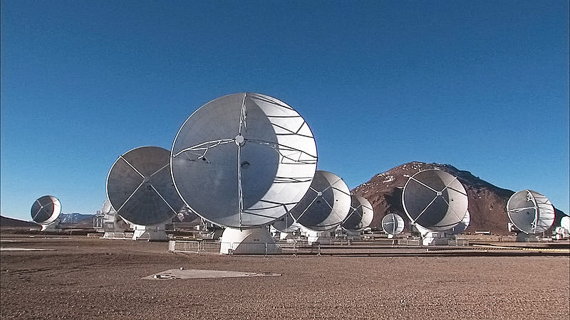 ALMA (Atacama Large Millimeter/submillimeter Array) е съставен от 66 изключително чувствителни антени, разположени на разстояние до 16 километра една от друга. Снимка: ALMA (ESO/NAOJ/NRAO)