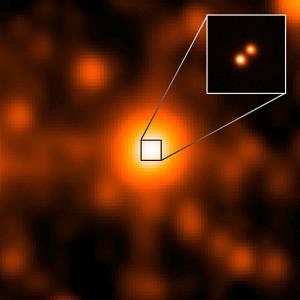 Системата WISE J104915.57-531906 е в центъра на по-голямото изображение, взето от сателита WISE. Изглежда като единичен обект, но по-детайлна снимка от обсерваторията Gemini, показва, че е бинарна система. Изображение: NASA/JPL/Gemini Observatory/AURA/NSF