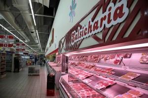 """""""Като цяло оценката ни е, че 3% от случаите на преждевременна смърт могат да бъдат предотвратени, ако хората ядат по-малко от 20 грама преработено месо на ден"""", казва проф. Сабине Роорман. Снимка: ILRI/flickr"""