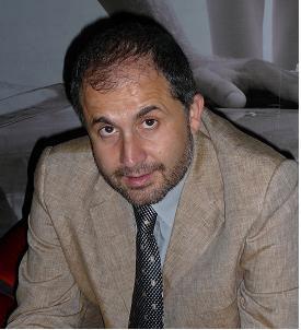 Давид Ванони (на снимката) може би предлага последна надежда. Но потайността на организацията му при отчитане на резултатите от леченията е съмнителна. Снимка: Университет на Торино