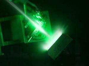 """Лазерът """"Вулкан"""" с мощност 1 петават генерира плазма (кликни за по-голяма версия). Снимка: STFC"""