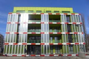Иновативната сграда с фасада от биореактори с микро-водорасли (кликни за по-голяма верия). Снимка: Arup