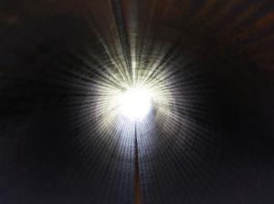 """Обичайните описания на ПБС включват видения за ярка светлина, преминаване през тунел, усещане за навлизане в друга """"реалност"""" или напускане на собственото тяло"""