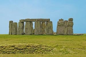 Обитателите на обекта, известен като Веспасиански лагер, вероятно са изградили първия монумент на Стоунхендж - мезолитните стълбове - между деветото и седмото хилядолетие пр.н.е.