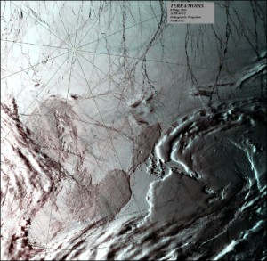 Изображение заснето от инструмент на борда на апарата Terra на NASA при полета му над Северния полюс. Морският лед е в бяло, а откритата вода в черно. Снимка: Allen Lunsford, NASA GSFC Direct Readout Laboratory; Data courtesy Tromso receiving station, Svalbard, Norway