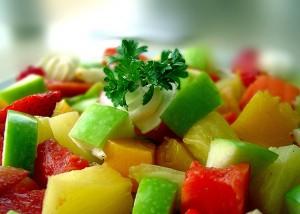 Хора, които ограничават количеството месо в диетата си и се придържат към повече плодове и  зеленчуци в нея, са изложени на по-малък риск от смърт за даден период от време, показа ново изследване.