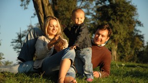 Бащинските грижи могат да облекчат отглеждането на децата и това може да обясни как хората са се сдобили с по-голям мозък, смятат учените. Снимка: Simona Balint