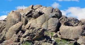 Варовиковата скала, на която са открити петроглифите (кликни за по-голяма версия). Снимка: University of Colorado Boulder