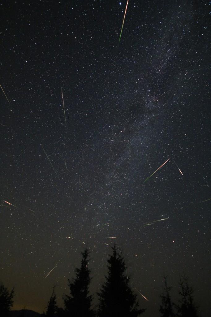 Персеиди над Рожен на 12-и срещу 13-и август, 2013г. Снимка: Emil Ivanov, IRIDA Observatory