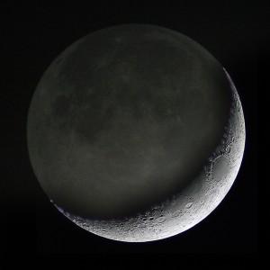 Полумесецът на Луната и видимата тъмна страна. Снимка: Mark Kilner (CC BY-NC-SA 2.0)