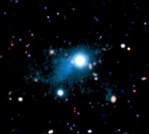 Влакното, простиращо се на 2 милиона светлинни години в космоса, осветено от квазара UM287. Снимка: S. Cantalupo, UCSC