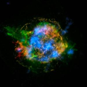 Композитно изображение на Cas A, комбиниращо в себе си насложени снимки от телескопа NuSTAR и телескопа Chandra. Изображение: NASA/NuSTAR