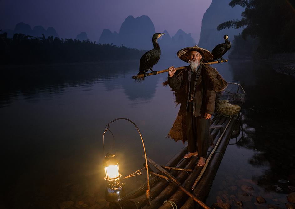 Рибар на реката Ли в Ксингпинг, Китай, малко преди зазоряване. Снимка: © Neville Jones_Australia_1st Place_National Award_2014 Sony World Photography Awards