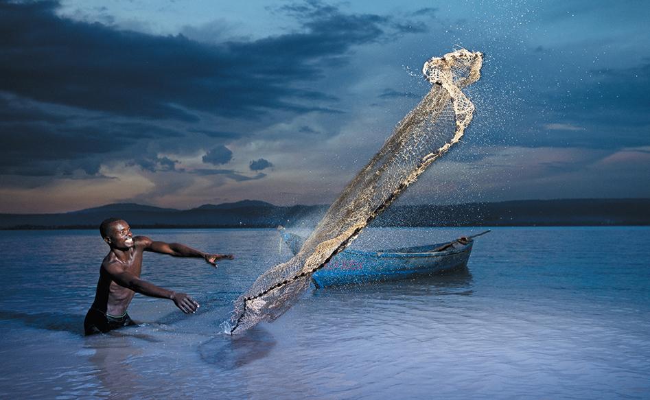 Снимката, спечелила Национална награда за Кения, показва рибар в езерото Виктория, Африка. Автор: Allan Gichigi, Kenya, 1st place, Kenya National Award, 2014 Sony World Photography Awards