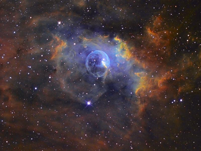 """Вселената ни може да е просто едно """"балонче"""" сред други вселени-""""балончета"""". Снимката показва мъглявината Балон. Автор: Russell Croman/APOD/NASA"""
