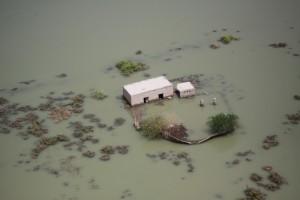 Селище под водата по време на голямото наводнение в Пакистан през 2010 г. Снимка: United States Marine Corps Official Page (CC BY-NC 2.0)