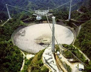 Радио-телескопът Аресибо в Пуерто Рико. Снимка: H. Schweiker/WIYN and NOAO/AURA/NSF.