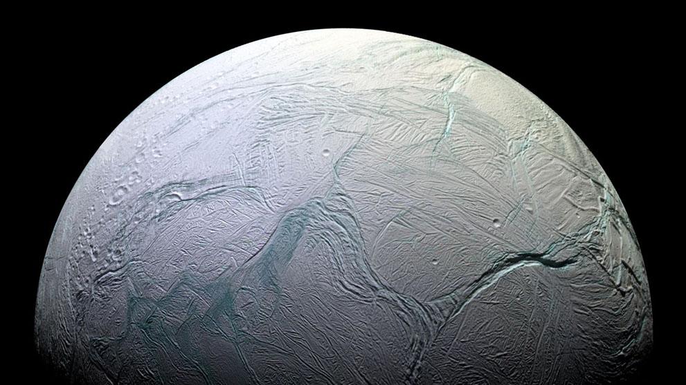 """Луната на Сатурн Енцелад, снимана от сондата """"Касини"""", през 2008 г. Изображение: NASA/JPL/Space Science Institute"""