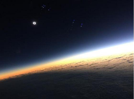 Пилотите на полета Манчестър-Рейкявик на компанията Easyjet също заснели затъмнението. Снимка: Easyjet