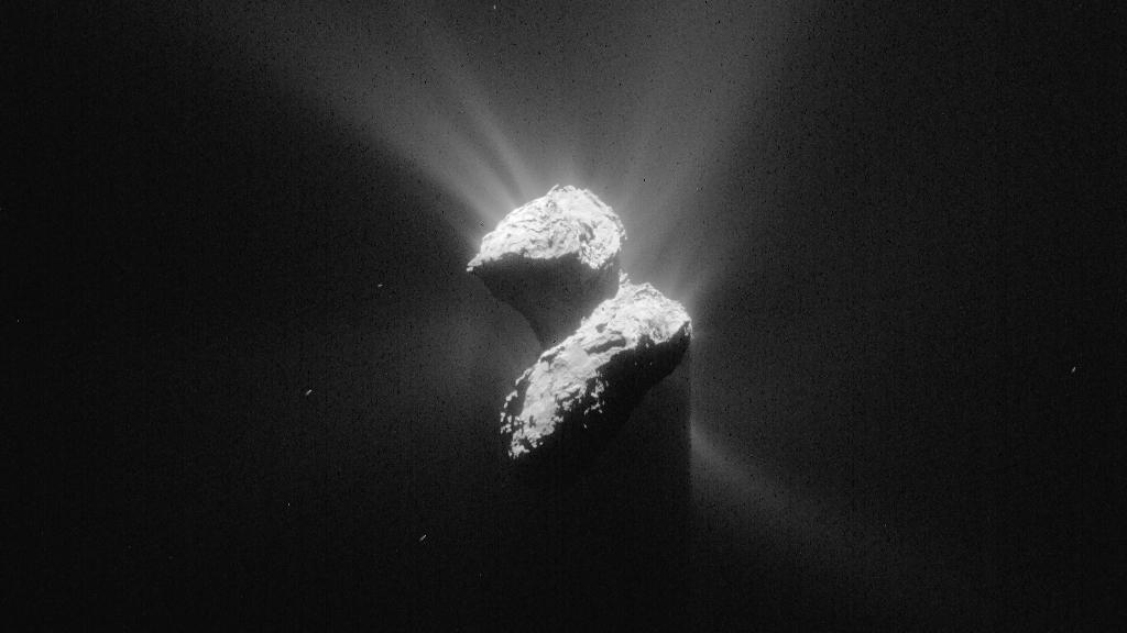 Кометата 67P, снимана от космическия апарат Rosetta на 5 юни. В момента небесната гостенка се намира на 205 милиона километра от Слънцето. Снимка: ESA
