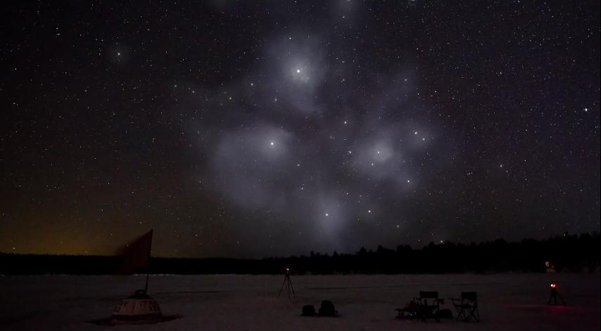 Звездният куп Плеяди или Седемте сестри е един от най-близките до Земята звездни купове - на около 400 светлинни години. Той се състои от много големи и изключително ярки сини звезди, които са се образували през последните 100 милиона години. Астрономите смятат, че купът ще съществува още около 250 милиона години преди да се разпилее под гравитационното въздействие на галактичното си обкръжение.