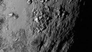 Нови снимки разкриха планини от лед на Плутон и огромен каньон на луната Харон
