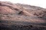Тази снимка, изпратена от робота Кюриосити на Марс, показва основата на Мунт Шарп, на където най-вероятно ще се насочи апарата. Снимката е заснета чрез 100-милиметровата камера на Кюриосити, а цветовете са подсилени, за да покажат как би изглеждал терена ако беше на Земята. Това се прави, за да се улесни анализа на терена.