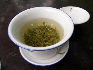 Учените успели да прекъснат веригата от реакции водеща до болестта на Алцхаймер като използвали екстракт от зелен чай и ресвератрол съдържащ се в червеното вино. Снимка: mckaysavage
