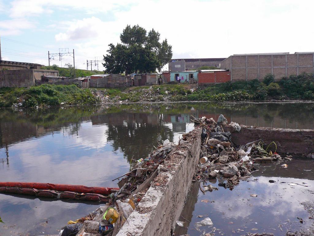 15 000 различни индустриални предприятия изхвърлят активно вещества в река Матанза-Риачуело в Аржентина. Снимка: Blacksmith Institute