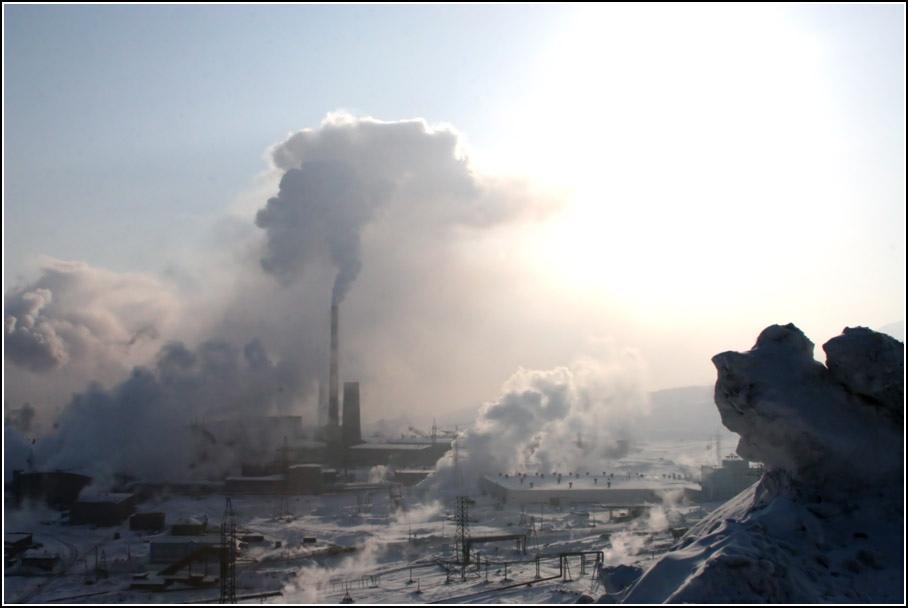 Индустриалната дейност в Норилск освобождава близо 500 тона мед и никелови оксиди и 2 милиона тона серен диоксид годишно в атмосферата. Снимка: Blacksmith Institute