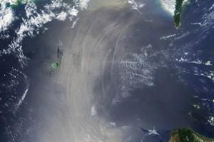 Изненадващо, но понякога вътрешните вълни могат ясно да се видят на сателитни снимки. Снимка: NASA/Global Ocean Associates