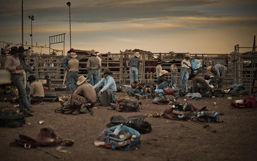Група каубои си почиват по време на родео в Бранкстън, Австралия. Снимка: © Valerie Prudon, France, Winner, Arts & Culture, Open Competition, 2014 Sony World Photography Awards
