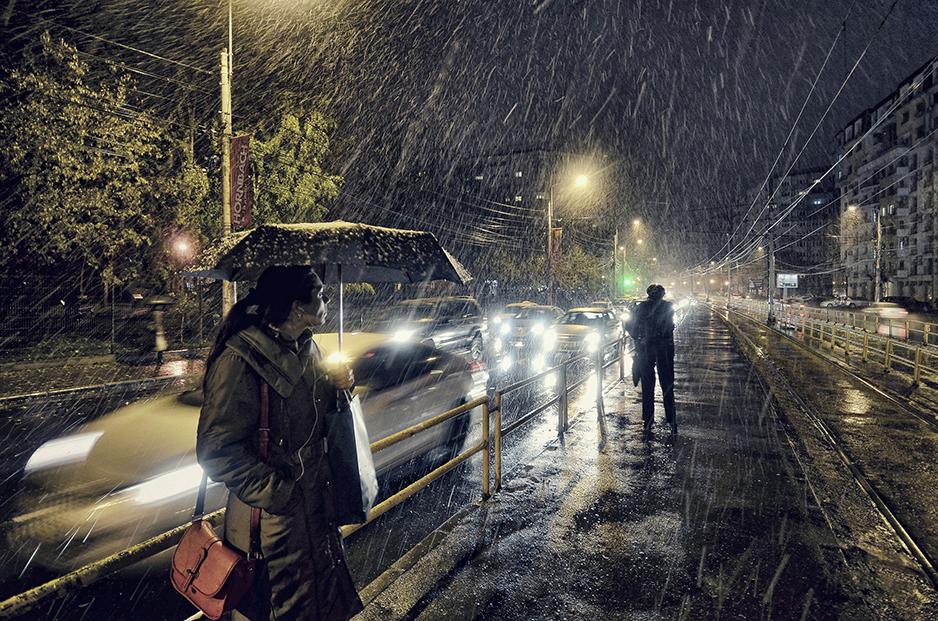 Първи сняг в Букурещ, Румъния. Снимка: © Vlad Eftenie, Romania, Winner, Low Light, Open Competition, 2014 Sony World Photography Awards