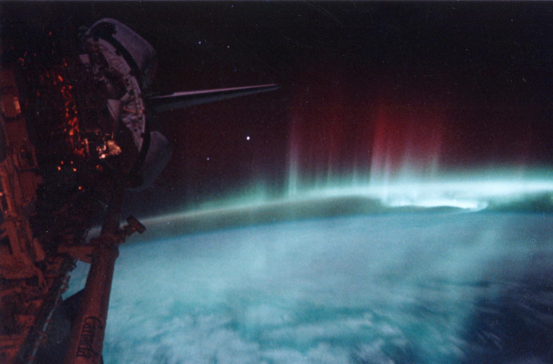 Полярно сияние, гледано от орбита. Снимка: NASA
