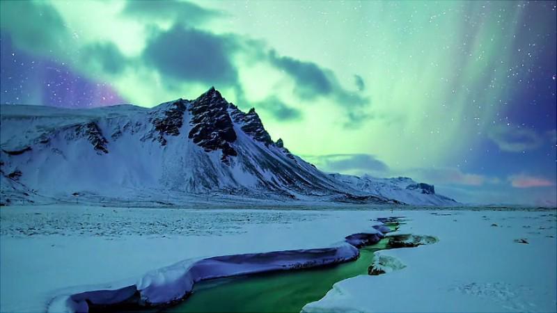 Аврората над Исландия. Снимка: Andrew Rader