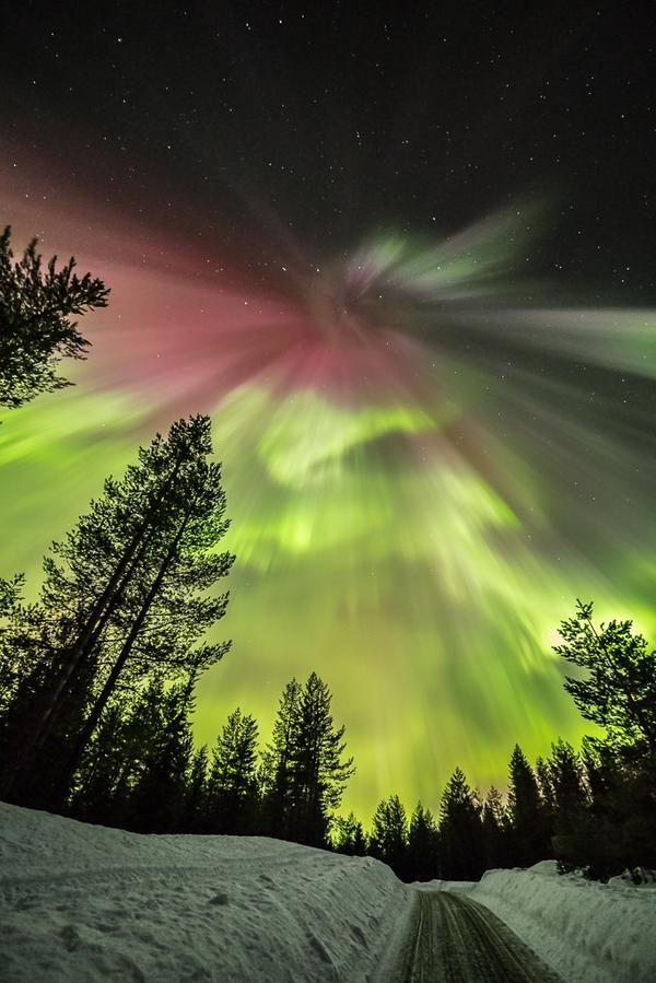 Над Финландия (в галерията кликнете квадратчетата горе-вдясно за по-голям изглед). Снимка: earthskyscience