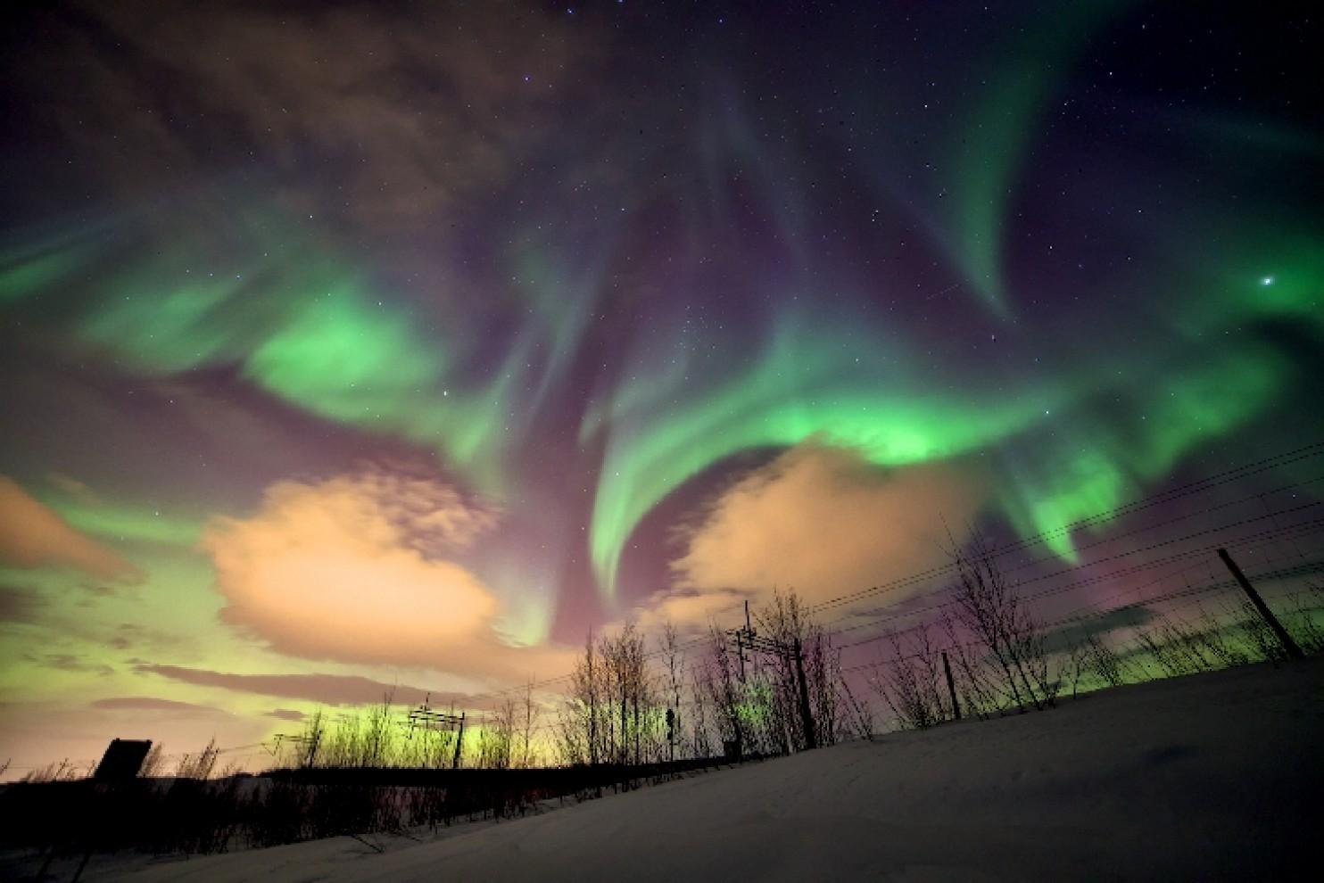 Северното сияние над северна Швеция. Снимка: Julian Simmonds