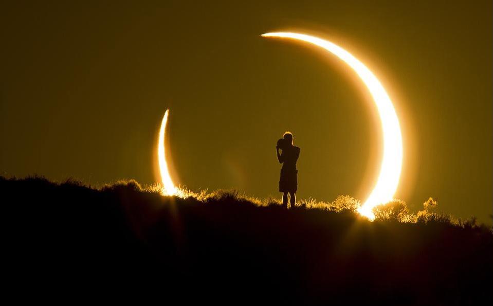 Частично слънчево затъмнение. Снимка: Колийн Пински