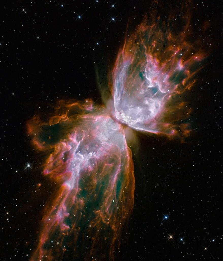 Мъглявината NGC 6302 е разперила криле като красива космическа пеперуда. Крилете всъщност са облаци газ, нажежени до температура 20 000 градуса и летящи в космоса с 950 000 км/ч. Снимка: NASA, ESA and the Hubble SM4 ERO Team