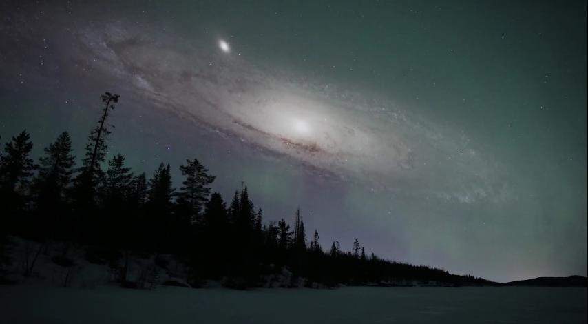 Андромеда е най-близката съседна ни голяма галактика - на 2,5 милиона светлинни години. В нея има 1 трилион звезди и според учените след близо 4 милиарда години ще се сблъска с нашата галактика Млечен път.