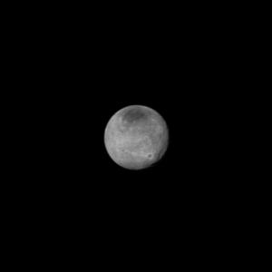 Харон, заснет на 12 юли. Вижда се системата от каньони, по-големи от Големия каньон на Земята. Снимка: НАСА